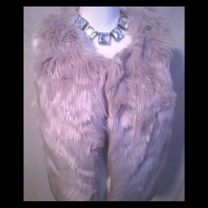 💕LOVE TREE🌴NWT Fur Vest M